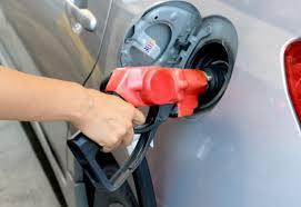 燃料給油・エア抜き作業